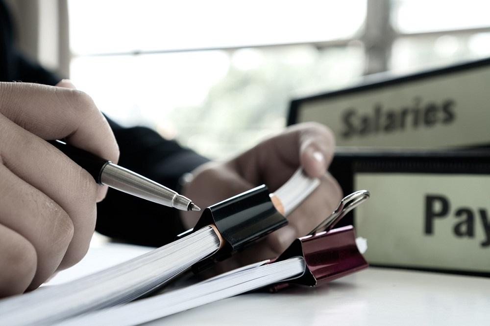 Jakie czynności obejmuje obsługa kadrowo-płacowa?